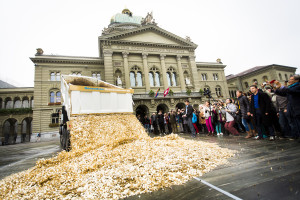 Activists from Generation Grundeinkommen organise a performance in Bern, Switzerland in support of a basic income. By Stefan Bohrer [CC0], via Wikimedia Commons